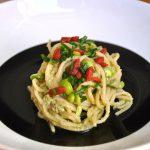 Spaghetti senza glutine con crema di fave e bacche di goji