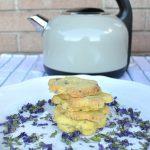Biscotti magici con fiori di malva senza glutine