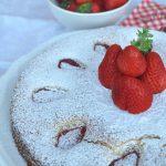 Torta alla ricotta senza glutine con fragole