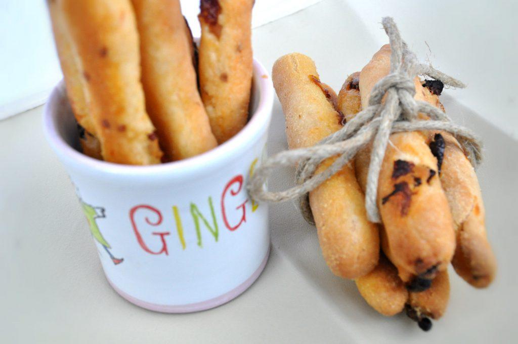 grissini gluten free con farina di quinoa e pomodorini secchi