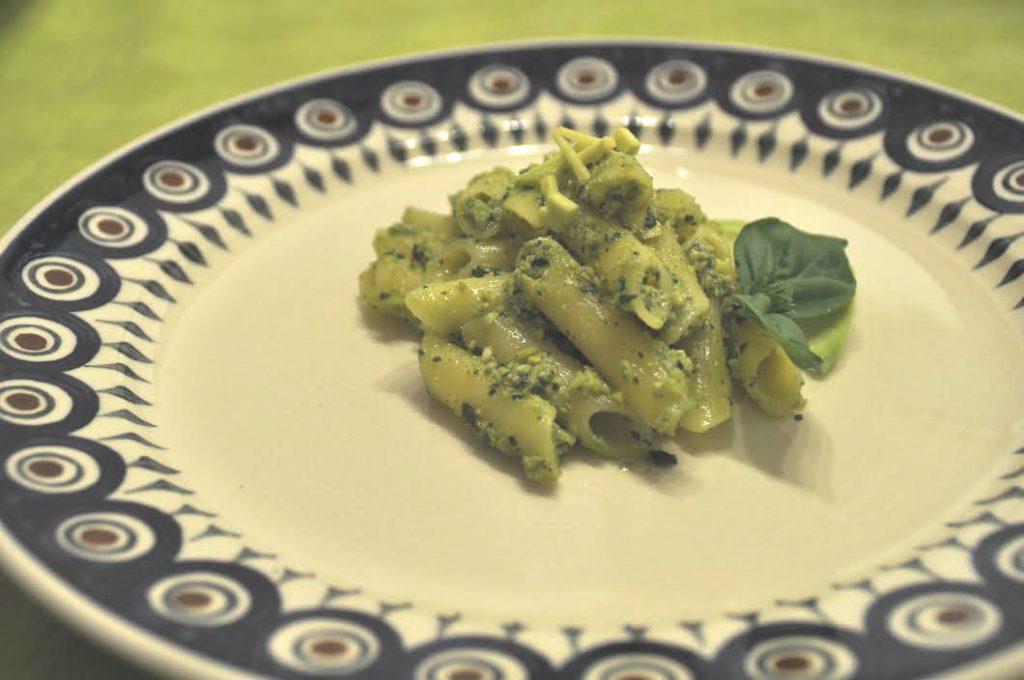 pasta senza glutine con pesto di avocado vegan