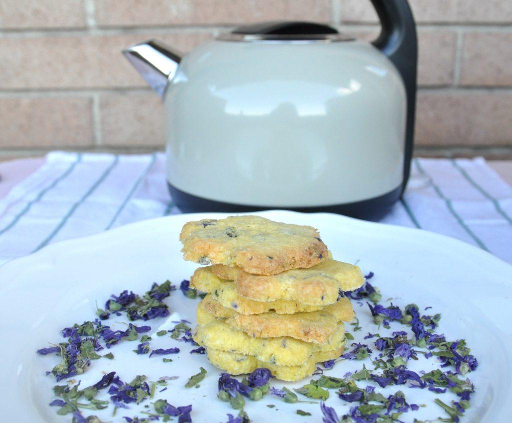 biscotti-senza-glutine-fiori-malva