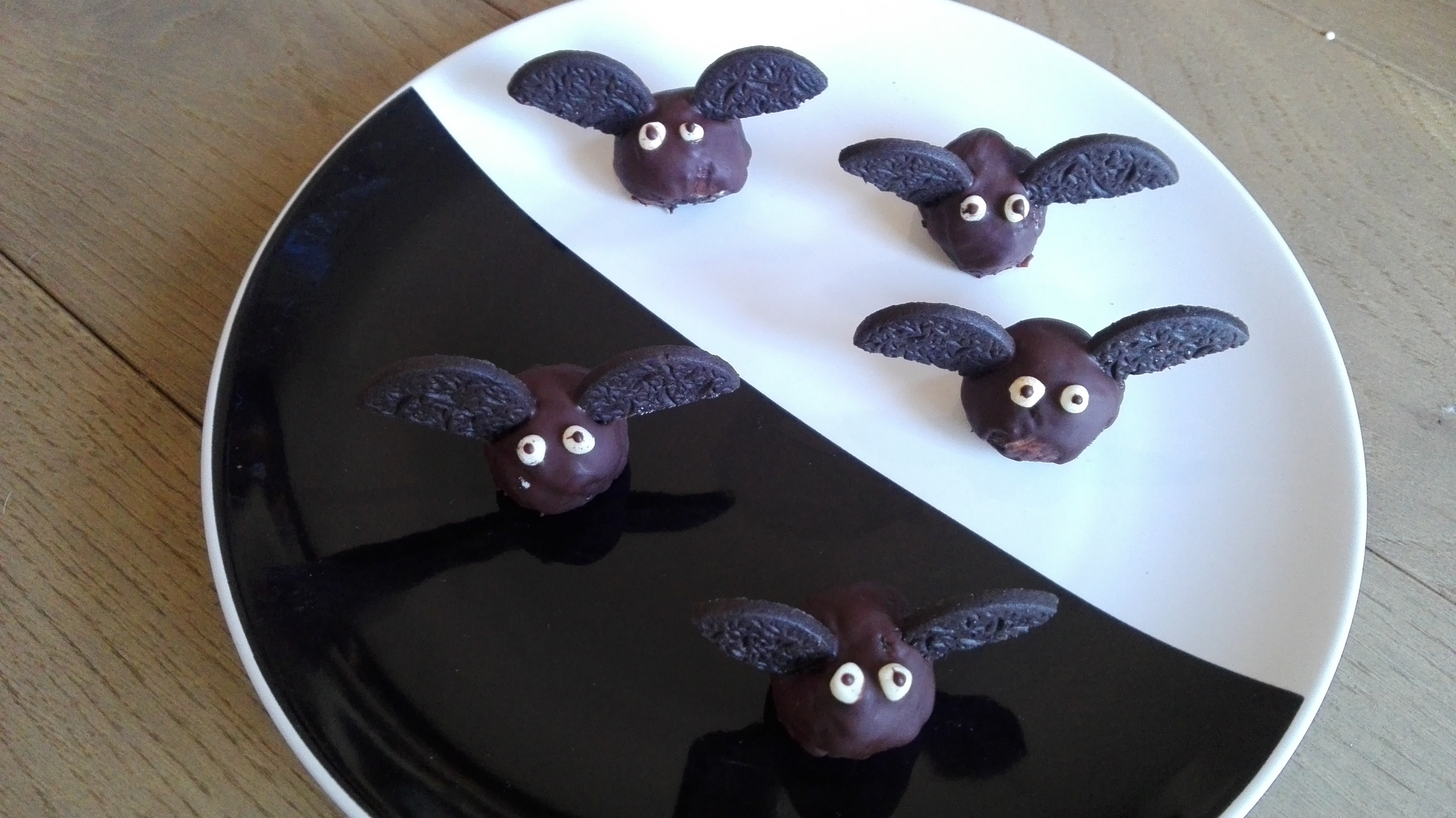 Pipistrelli dolci di Halloween senza glutine - www.gingerglutenfree.com 7d5a97cebf88